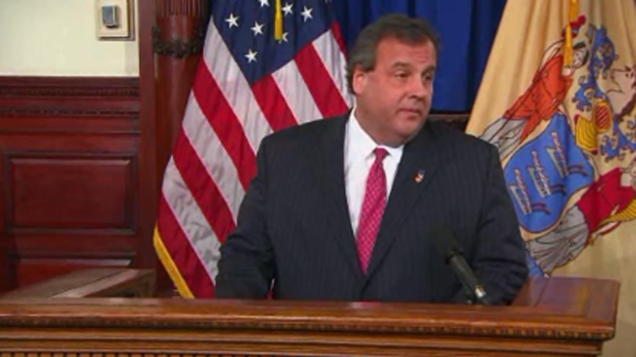 New Jersey Governor Chris Christie fires aide, apologizes for traffic jams