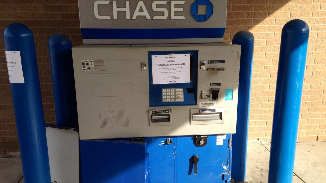 Police several suspects tried to cut their way into a Chase Bank ATM overnight with a grinder.ABC13/John Mizwa