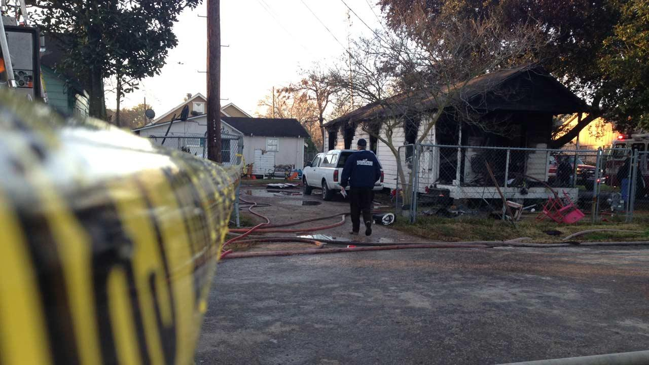 A northeast Houston early morning fire claimed the life of an 80-year-old woman <span class=meta>(ABC13&#47;John Mizwa)</span>