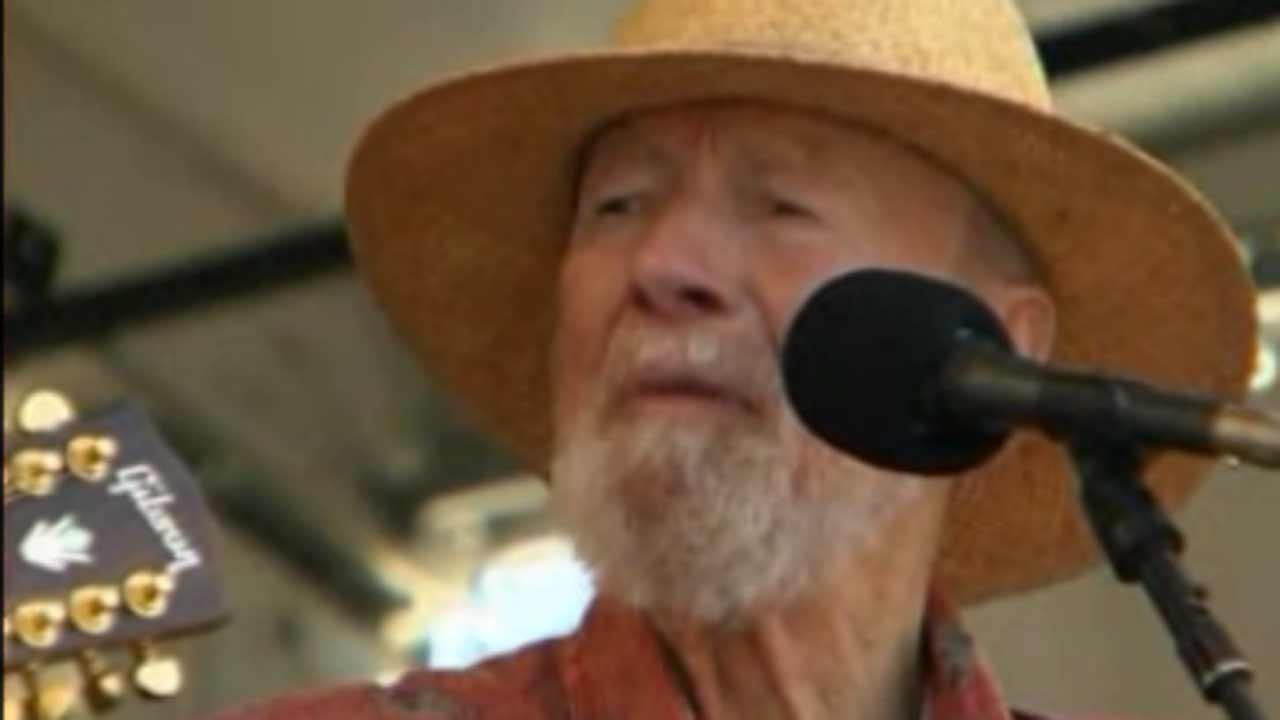 Pete Seeger dies