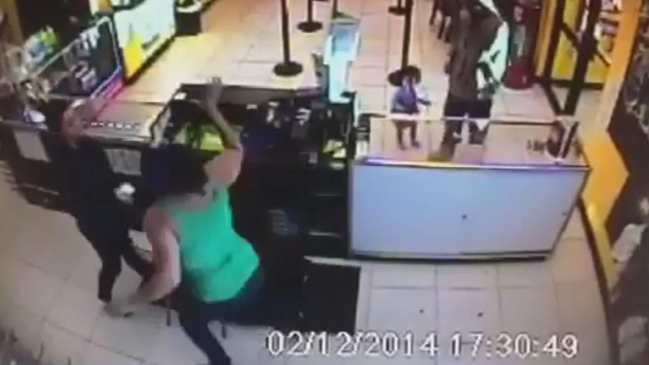 Camera catches attack on cell phone store clerk in northwest Houston