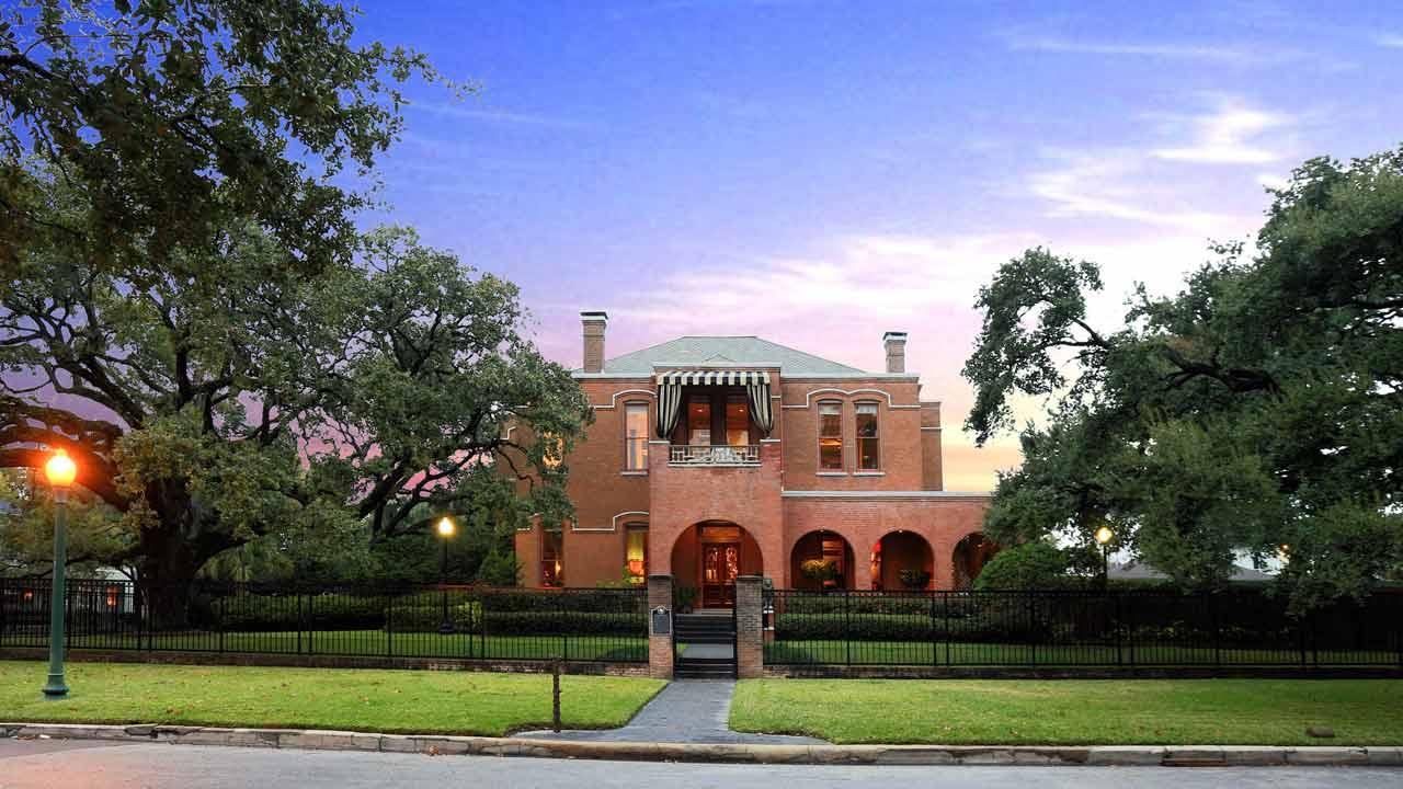 The Waldo Mansion in Montrose was featured in Terms of Endearment starring Jack Nicholson and Shirley MacLaine. <span class=meta>(KTRK Photo)</span>