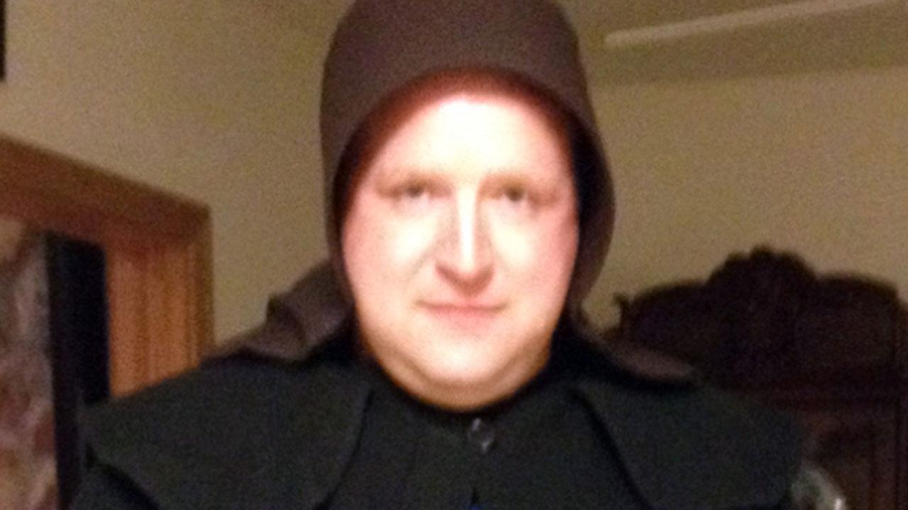 Undercover cop dresses as Amish woman