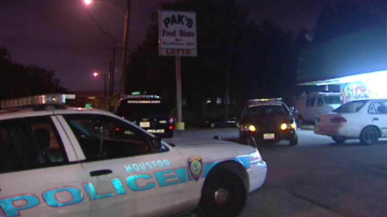 Store clerk hit by suspects