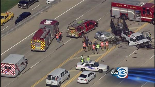 1 dead, 4 injured in NW Harris County wreck