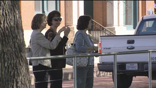 Tourists flock to Dallas to honor JFK