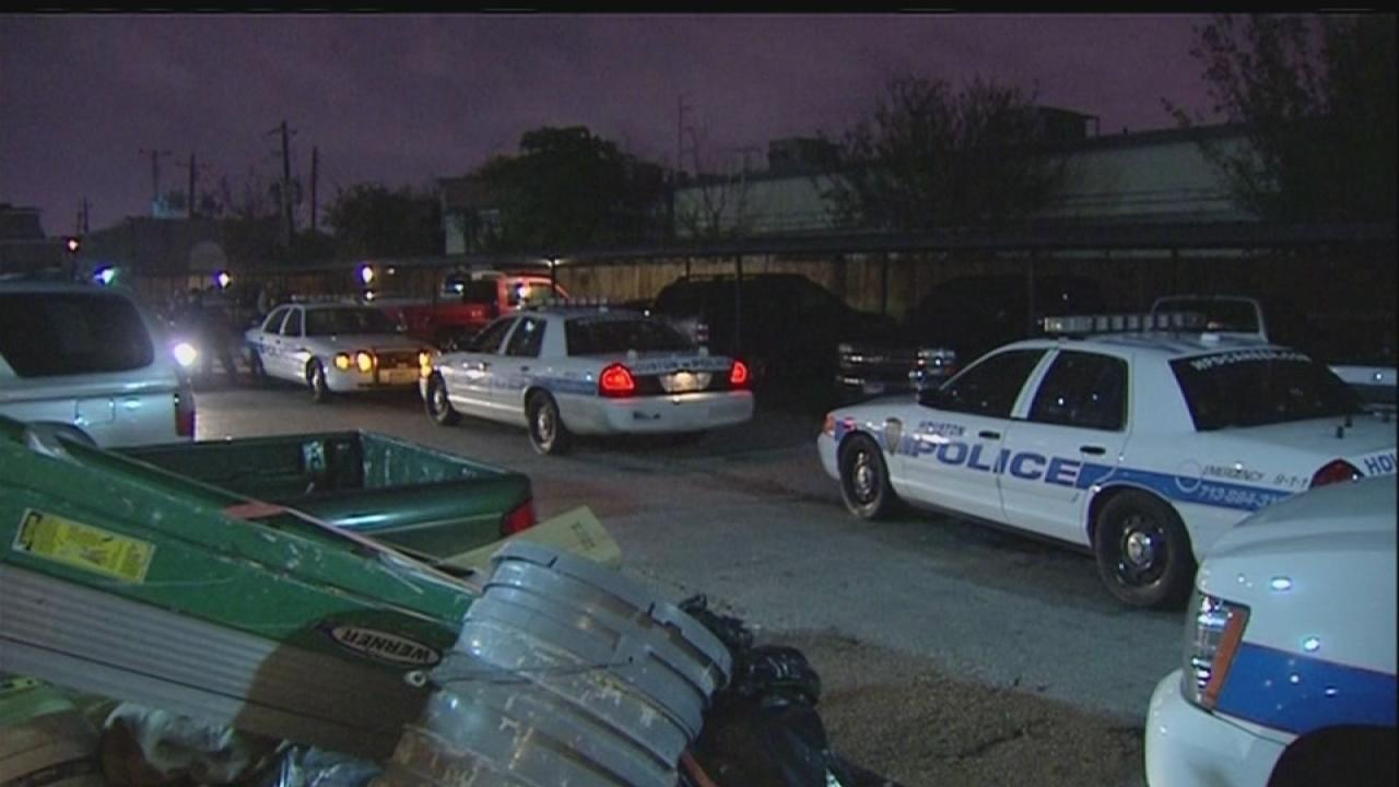 Lee HS student, 16, fatally shot in SW Houston