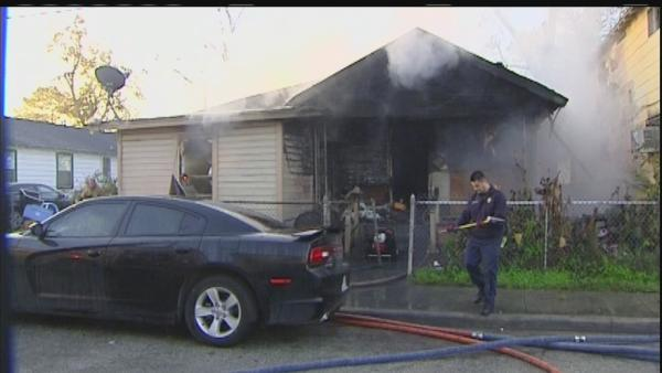 Family escapes burning home in east Houston