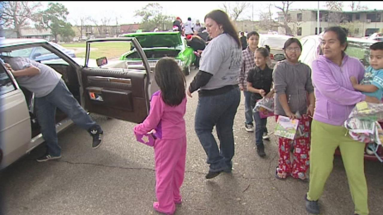 Santa puts smiles on faces of poor children