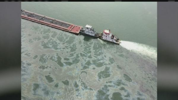 Accident leaves oily mess in Galvston Bay