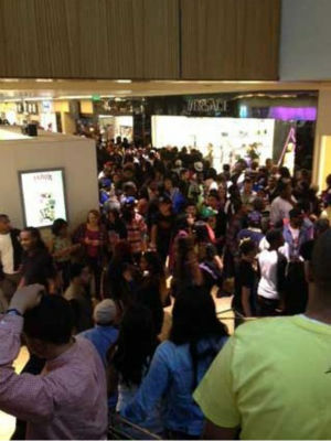 An iWitness user documents the massive crowds at the Houston Galleria. The overcrowding prompted officials to close down the mall early as a precaution  on Saturday.  If you were there, send your pictures or videos to news@abc13.com. <span class=meta>(Photo&#47;iWitness reports)</span>