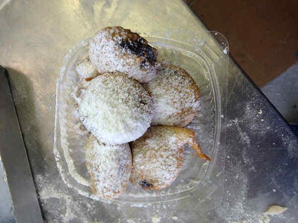 Fried oreos: 891 calories  <span class=meta>(KTRK Photo)</span>