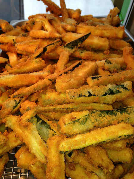 Fried zucchini: 5 pieces= around 270 calories <span class=meta>(KTRK Photo)</span>