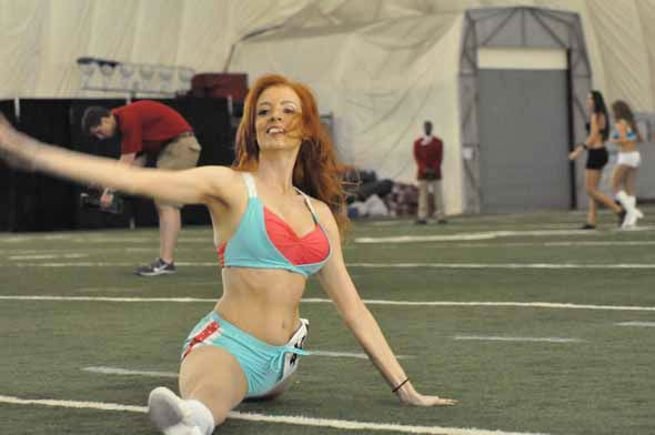 "<div class=""meta image-caption""><div class=""origin-logo origin-image ""><span></span></div><span class=""caption-text"">More than 1,000 hopefuls showed off their stuff in the first round of the 2013 Houston Texans Cheerleader tryouts on Saturday night. (KTRK Photo)</span></div>"