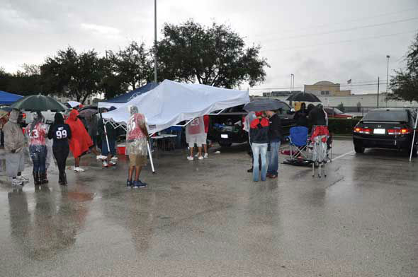 "<div class=""meta ""><span class=""caption-text "">Images of Texans fans, players and cheerleaders before Sunday's game vs. the Colts at Reliant Stadium. (KTRK Photo)</span></div>"