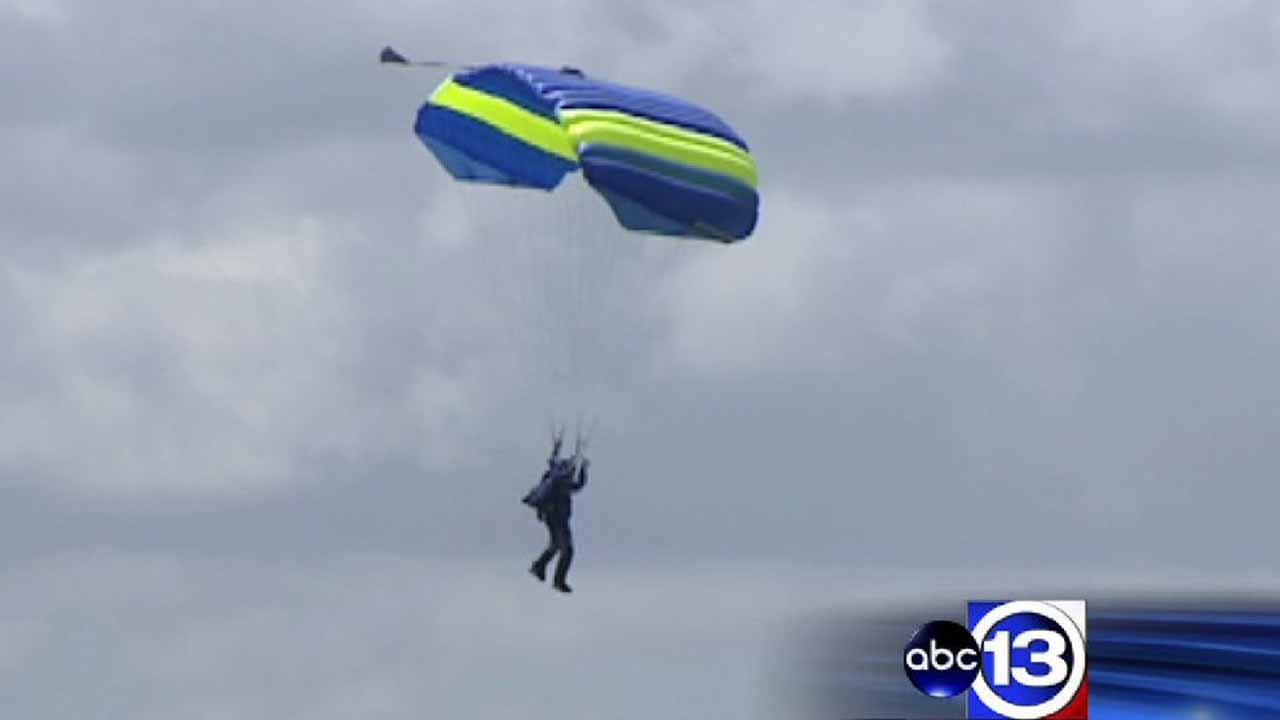 Skydiver falls to his death due to parachute malfunction at Skydive Spaceland in Rosharon
