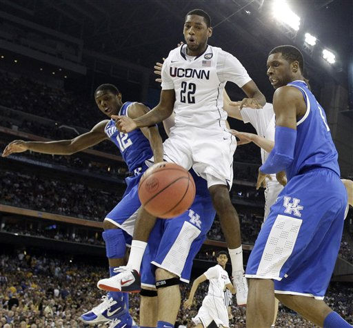 Kentucky&#39;s Brandon Knight, left and ,Terrence Jones defend Connecticut&#39;s Roscoe Smith during the first half of a men&#39;s NCAA Final Four semifinal college basketball game Saturday, April 2, 2011, in Houston. &#40;AP Photo&#47;David J. Phillip&#41; <span class=meta>(AP Photo&#47; David J. Phillip)</span>