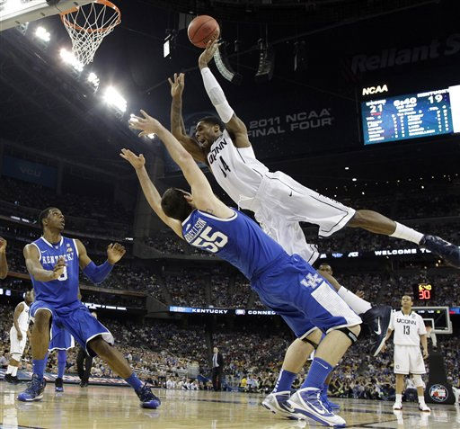 Connecticut&#39;s Alex Oriakhi loses the ball as Kentucky&#39;s Josh Harrellson defends during the first half of a men&#39;s NCAA Final Four semifinal college basketball game Saturday, April 2, 2011, in Houston. &#40;AP Photo&#47;David J. Phillip&#41; <span class=meta>(AP Photo&#47; David J. Phillip)</span>