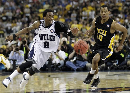 Butler&#39;s Shawn Vanzant and Virginia Commonwealth&#39;s Darius Theus chase a loose ball during the second half of a men&#39;s NCAA Final Four semifinal college basketball game Saturday, April 2, 2011, in Houston. &#40;AP Photo&#47;David J. Phillip&#41; <span class=meta>(AP Photo&#47; David J. Phillip)</span>