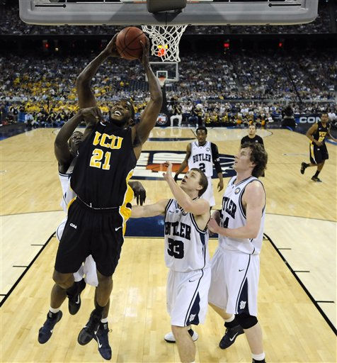 "<div class=""meta ""><span class=""caption-text "">Virginia Commonwealth's Jamie Skeen (21) shoots in front of Butler's Chase Stigall (33) and Matt Howard, right, during the first half of a men's NCAA Final Four semifinal college basketball game Saturday, April 2, 2011, in Houston. (AP Photo/Chris Steppig/NCAA Photos, Pool) (AP Photo/ Chris Steppig)</span></div>"