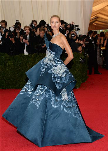 Karol&#237;na Kurkova attends The Metropolitan Museum of Art&#39;s Costume Institute benefit gala celebrating &#34;Charles James: Beyond Fashion&#34; on Monday, May 5, 2014, in New York.  <span class=meta>(Photo&#47;Evan Agostini)</span>