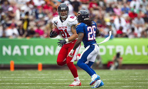 Houston Texans tight end Owen Daniels &#40;81&#41; of the AFC tries to avoid Chicago Bears cornerback Tim Jennings &#40;26&#41; of the NFC during the third quarter of the NFL Pro Bowl football game in Honolulu, Sunday, Jan. 27, 2013. &#40;AP Photo&#47;Marco Garcia&#41; <span class=meta>(AP Photo&#47; Marco Garcia)</span>