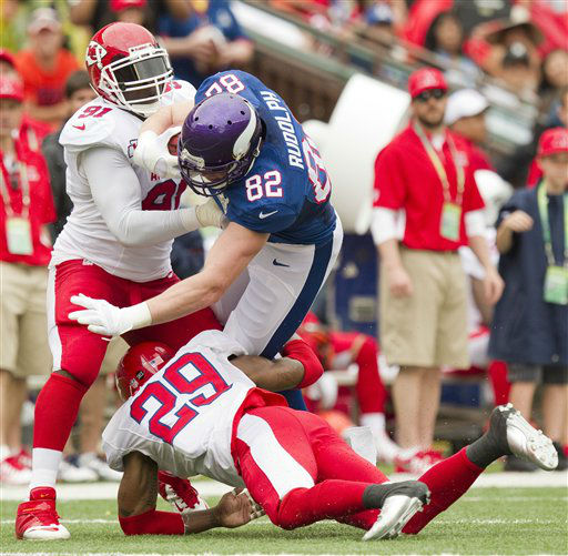 Kansas City Chiefs outside linebacker Tamba Hali &#40;91&#41; of the AFC and his teammate strong safety Eric Berry &#40;29&#41; tackle Minnesota Vikings tight end Kyle Rudolph &#40;82&#41; of the NFC in the second quarter of the NFL Pro Bowl football game in Honolulu, Sunday, Jan. 27, 2013. &#40;AP Photo&#47;Eugene Tanner&#41; <span class=meta>(AP Photo&#47; Eugene Tanner)</span>