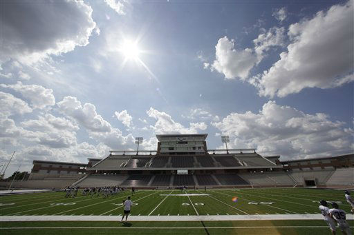"<div class=""meta ""><span class=""caption-text "">NO. 18: ALLEN, TX -- The sun shines over the  $60 million new football stadium at Allen High School in Allen, Texas.  (AP Photo/ LM Otero)</span></div>"
