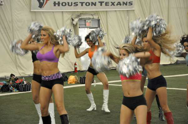 "<div class=""meta ""><span class=""caption-text "">The Houston Texans Cheerleader finalists fine-tuned their dance moves in advance of Thursday's NFL Draft Party performance (KTRK Photo)</span></div>"