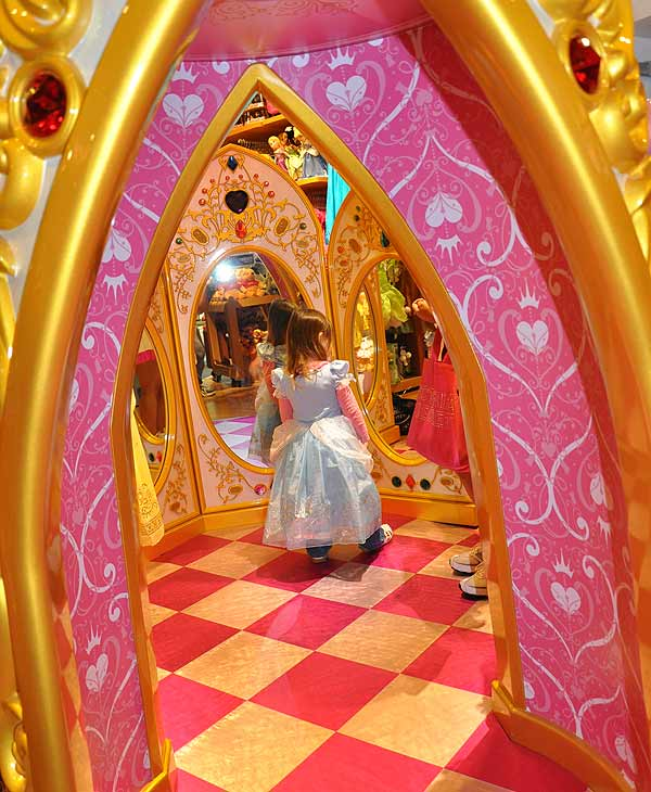 "<div class=""meta ""><span class=""caption-text "">The Disney Store moved to its new digs in the Houston Galleria on Wednesday.  Disney is the parent company of KTRK-TV.</span></div>"