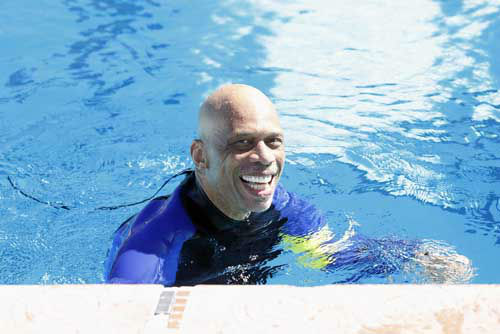 "<div class=""meta image-caption""><div class=""origin-logo origin-image ""><span></span></div><span class=""caption-text"">SPLASH - ""Splash"" marks the first time 10 celebrities will train and compete in regulation platform and springboard diving at dizzying heights in front of a weekly poolside audience. Leading up to the competition, the world's most decorated and medaled diving legend, Greg Louganis, will give each celebrity weeks of training. Each dive will be critiqued by the judges, London Olympic U.S. Gold medalist David Boudia and Australian Olympic athlete and USA Dive Team director Steve Foley. ""Splash"" premieres TUESDAY, MARCH 19 (8:00-9:00 p.m., ET) on The ABC Television Network. (ABC/Kelsey McNeal) KAREEM ABDUL-JABBAR (Photo/Kelsey McNeal)</span></div>"