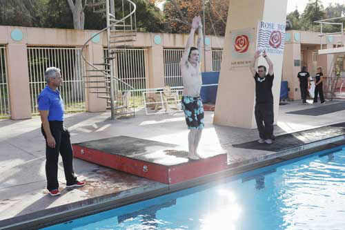 "<div class=""meta ""><span class=""caption-text "">SPLASH - ""Splash"" marks the first time 10 celebrities will train and compete in regulation platform and springboard diving at dizzying heights in front of a weekly poolside audience. Leading up to the competition, the world's most decorated and medaled diving legend, Greg Louganis, will give each celebrity weeks of training. Each dive will be critiqued by the judges, London Olympic U.S. Gold medalist David Boudia and Australian Olympic athlete and USA Dive Team director Steve Foley. ""Splash"" premieres TUESDAY, MARCH 19 (8:00-9:00 p.m., ET) on The ABC Television Network. (ABC/KELSEY MCNEAL) GREG LOUGANIS, DRAKE BELL (Photo/Kelsey McNeal)</span></div>"