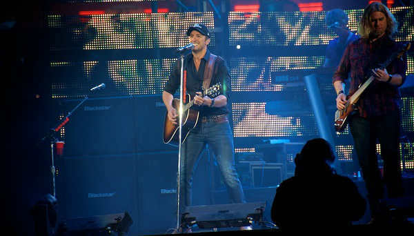 "<div class=""meta image-caption""><div class=""origin-logo origin-image ""><span></span></div><span class=""caption-text"">It was a Luke Bryan kind of night at the Rodeo on St. Patrick's Day.  (KTRK Photo/ David Mackey)</span></div>"