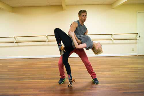 "<div class=""meta image-caption""><div class=""origin-logo origin-image ""><span></span></div><span class=""caption-text"">DANCING WITH THE STARS - REHEARSALS - This season's dynamic lineup of stars  will perform for the first time on live national television with their professional partners during the two-hour season premiere of ""Dancing with the Stars,"" MONDAY, MARCH 18 (8:00-10:01 p.m., ET) on the ABC Television Network. (ABC/Jon LeMay) DEREK HOUGH, KELLIE PICKLER (Photo/John LeMay)</span></div>"