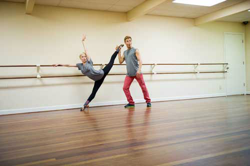 "<div class=""meta image-caption""><div class=""origin-logo origin-image ""><span></span></div><span class=""caption-text"">DANCING WITH THE STARS - REHEARSALS - This season's dynamic lineup of stars  will perform for the first time on live national television with their professional partners during the two-hour season premiere of ""Dancing with the Stars,"" MONDAY, MARCH 18 (8:00-10:01 p.m., ET) on the ABC Television Network. (ABC/Jon LeMay) KELLIE PICKLER, DEREK HOUGH (Photo/John LeMay)</span></div>"