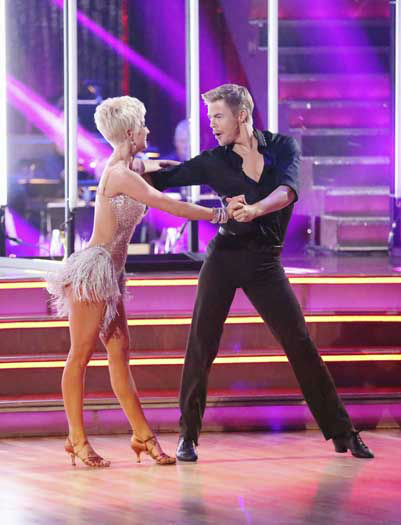 "<div class=""meta image-caption""><div class=""origin-logo origin-image ""><span></span></div><span class=""caption-text"">DANCING WITH THE STARS - ""Episode 1601"" -- ""Dancing with the Stars"" was back with an all-new cast of fresh faces hitting the dance floor. The competition began with the two-hour Season 16 premiere, live, MONDAY, MARCH 18 (8:00-10:01 p.m., ET) on the ABC Television Network.   (ABC/Adam Taylor) KELLIE PICKLER, DEREK HOUGH (Photo/Adam Taylor)</span></div>"