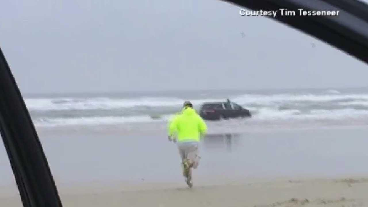 Mom who drove minivan into surf off Daytona Beach charged