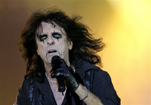 "<div class=""meta ""><span class=""caption-text "">Singer Alice Cooper performs during the open air music concert in Huttwil, Switzerland, Saturday, June 23, 2007.  (AP Photo/ PETER KLAUNZER)</span></div>"