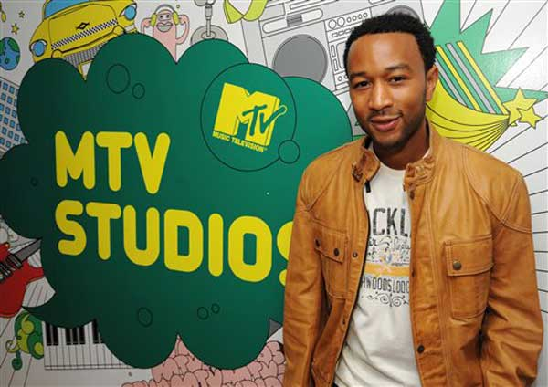 "Singer John Legend makes an appearance on MTV's ""Total Request Live"" show in New York on Wednesday, Sept. 3, 2008. (AP Photo/Peter Kramer)"