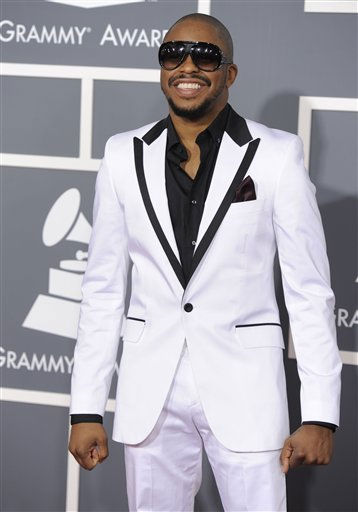 "<div class=""meta ""><span class=""caption-text "">Raheem DeVaughn arrives at the 53rd annual Grammy Awards on Sunday, Feb. 13, 2011, in Los Angeles. (AP Photo/Chris Pizzello) (AP Photo/ Chris Pizzello)</span></div>"