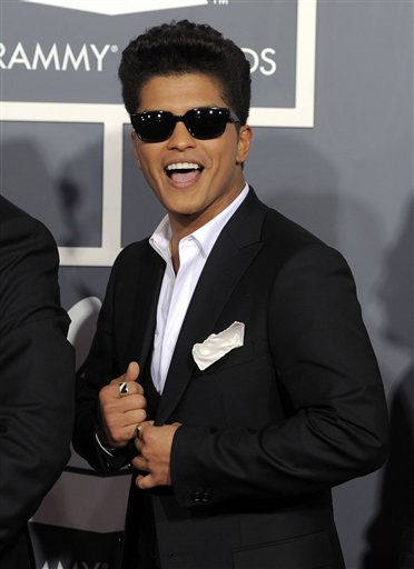 "<div class=""meta ""><span class=""caption-text "">Bruno Mars arrives at the 53rd annual Grammy Awards on Sunday, Feb. 13, 2011, in Los Angeles. (AP Photo/Chris Pizzello) (AP Photo/ Chris Pizzello)</span></div>"