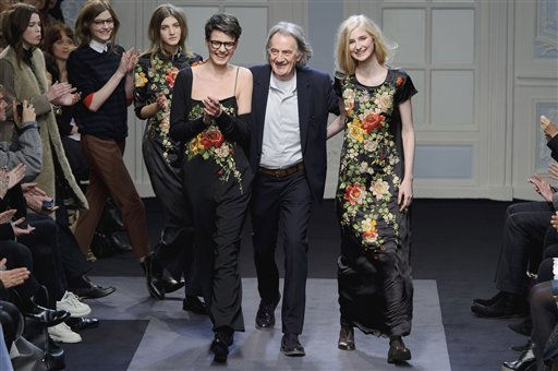 "<div class=""meta image-caption""><div class=""origin-logo origin-image ""><span></span></div><span class=""caption-text"">British designer Paul Smith at the Paul Smith fashion show, London Fashion Week in London, Monday, Feb. 21, 2011. (AP Photo/Jonathan Short) (AP Photo/ Jonathan Short)</span></div>"