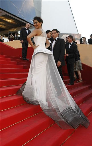 Actress Sonam Kapoor poses on the red carpet for the screening of The Artist at the 64th international film festival, in Cannes, southern France, Sunday, May 15, 2011. &#40;AP Photo&#47;Lionel Cironneau&#41; <span class=meta>(Photo&#47;Lionel Cironneau)</span>