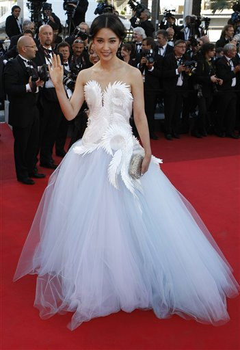 "<div class=""meta ""><span class=""caption-text "">Lin Bingbing for the screening of The Artist at the 64th international film festival, in Cannes, southern France, Sunday, May 15, 2011. (AP Photo/Lionel Cironneau) (Photo/Lionel Cironneau)</span></div>"