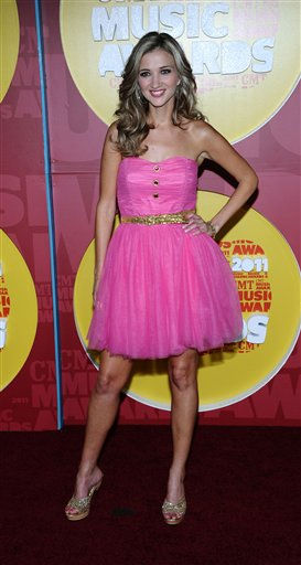 "<div class=""meta image-caption""><div class=""origin-logo origin-image ""><span></span></div><span class=""caption-text"">Sarah Darling arrives at the 2011 CMT Music Awards in Nashville, Tenn. on Wednesday, June 8, 2011.  (AP Photo/Charles Sykes) (AP Photo/ Charles Sykes)</span></div>"