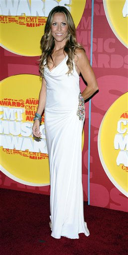 "<div class=""meta image-caption""><div class=""origin-logo origin-image ""><span></span></div><span class=""caption-text"">Sheryl Crow arrives at the 2011 CMT Music Awards in Nashville, Tenn. on Wednesday, June 8, 2011.  (AP Photo/Charles Sykes) (AP Photo/ Charles Sykes)</span></div>"