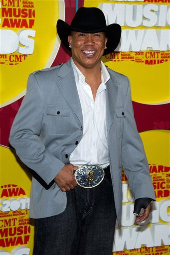 Hines Ward arrives at the 2011 CMT Music Awards in Nashville, Tenn. on Wednesday, June 8, 2011. &#40;AP Photo&#47;Charles Sykes&#41; <span class=meta>(AP Photo&#47; Charles Sykes)</span>