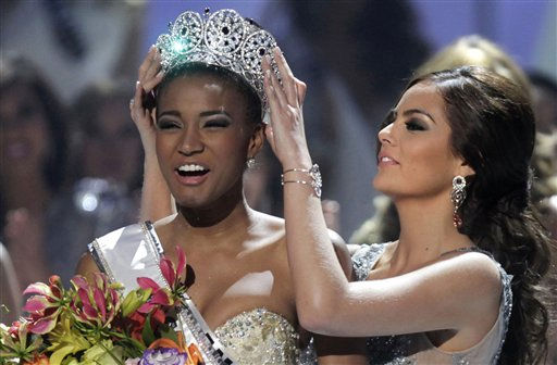 "<div class=""meta ""><span class=""caption-text "">Miss Angola Leila Lopes is crowned Miss Universe 2011 by Miss Universe 2010 Ximena Navarrete, of Mexico, in Sao Paulo, Brazil, Monday Sept. 12, 2011.  (AP Photo/ Andre Penner)</span></div>"