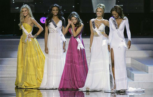 Miss Rhode Island Olivia Culpo, center, searches for an earring while standing with the other four finalists, from left, Miss Ohio, Miss Maryland, Miss Nevada and Miss Georgia during the 2012 Miss USA pageant, Sunday, June 3, 2012, in Las Vegas. &#40;AP Photo&#47;Julie Jacobson&#41; <span class=meta>(AP Photo&#47; Julie Jacobson)</span>