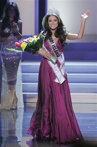 Miss Rhode Island Olivia Culpo waves to the audience after being crowned Miss USA during the 2012 Miss USA pageant, Sunday, June 3, 2012, in Las Vegas. &#40;AP Photo&#47;Julie Jacobson&#41; <span class=meta>(AP Photo&#47; Julie Jacobson)</span>